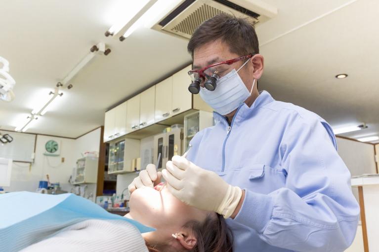 セルフケアと歯科医院での専門的な治療を並行することが重要です